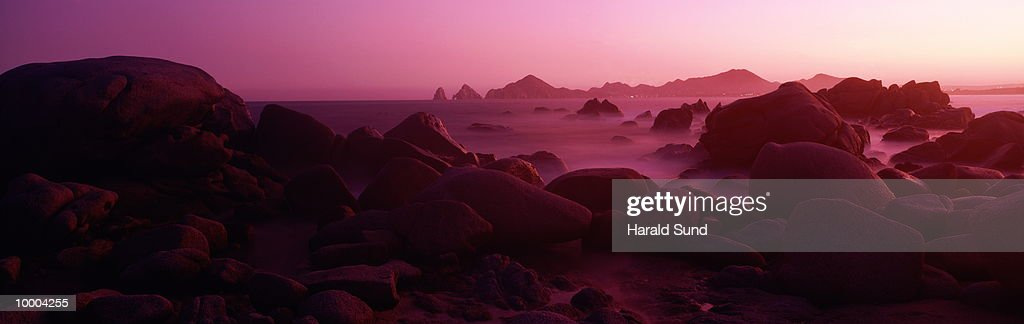 BEACH ROCK FORMATIONS IN CABO SAN LUCAS, MEXICO : Foto de stock