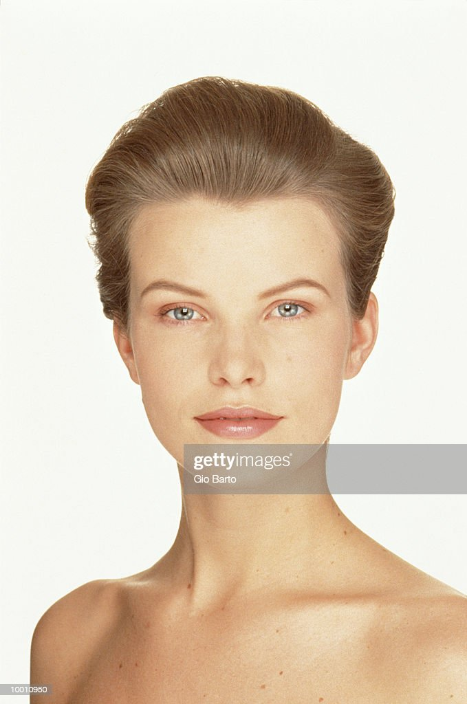 PORTRAIT OF A BARE SHOULDERED WOMAN : Stock Photo