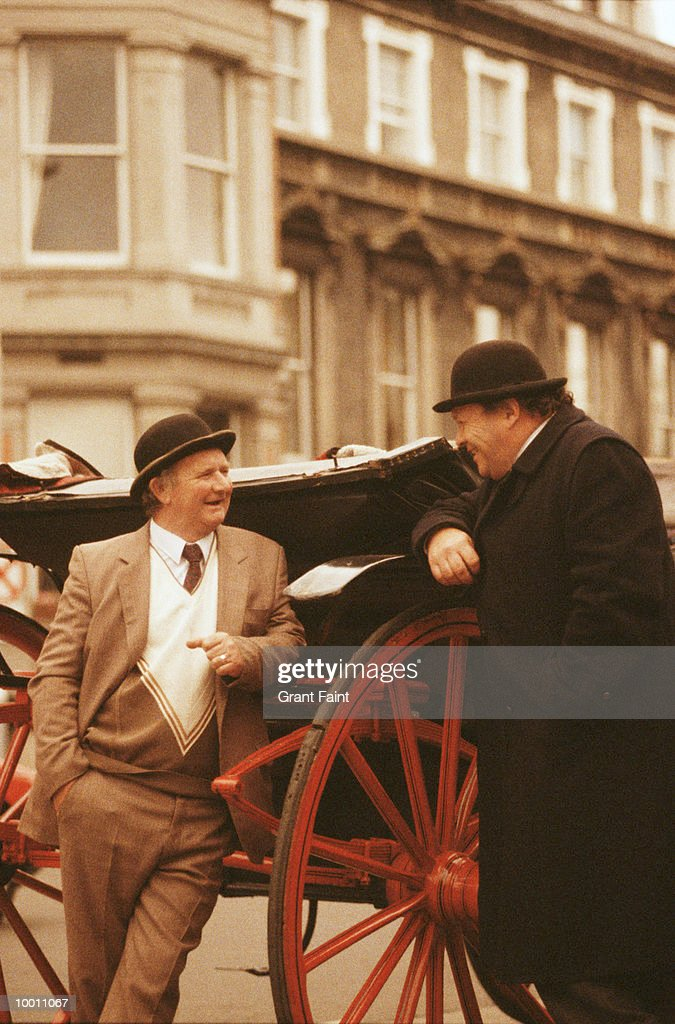 MATURE MEN TALKING BY CARRIAGE IN DUBLIN, IRELAND : Stock Photo