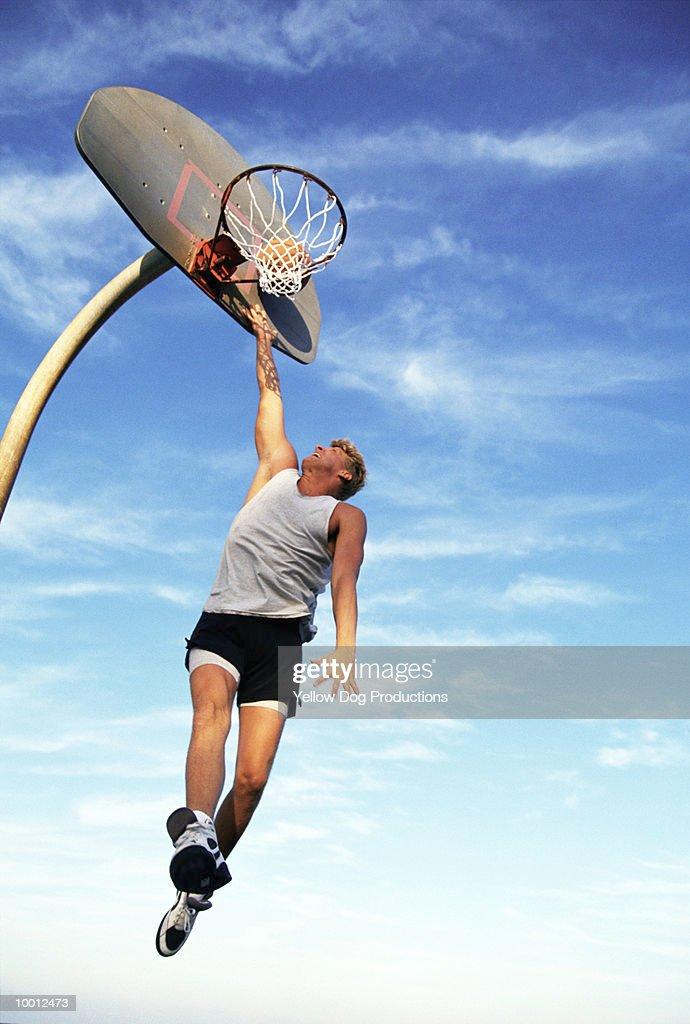 MALE BASKETBALL PLAYER DOING LAY-UP : Foto de stock