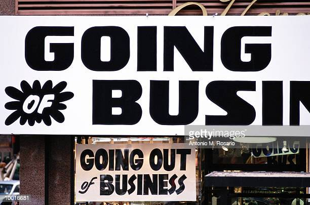 going out of business sign in new york city - business closing stock photos and pictures