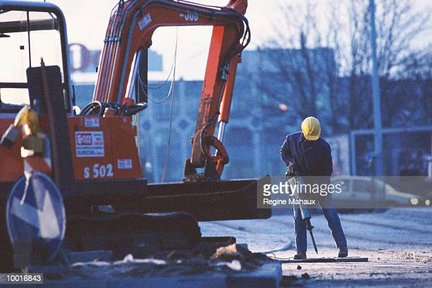 CONSTRUCTION WORKER WITH MACHINERY