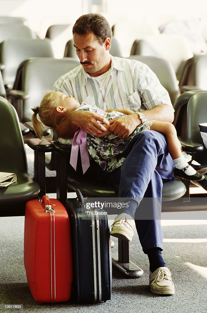 DAD WITH GIRL AT O'HARE AIRPORT IN CHICAGO, ILLINOIS : Stock Photo