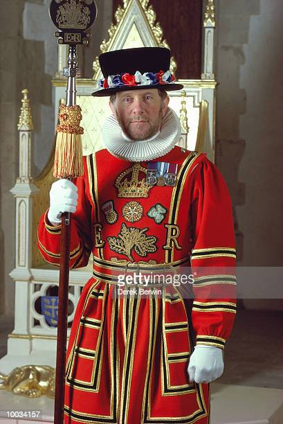 yoeman warder-londn - guardsman stock pictures, royalty-free photos & images