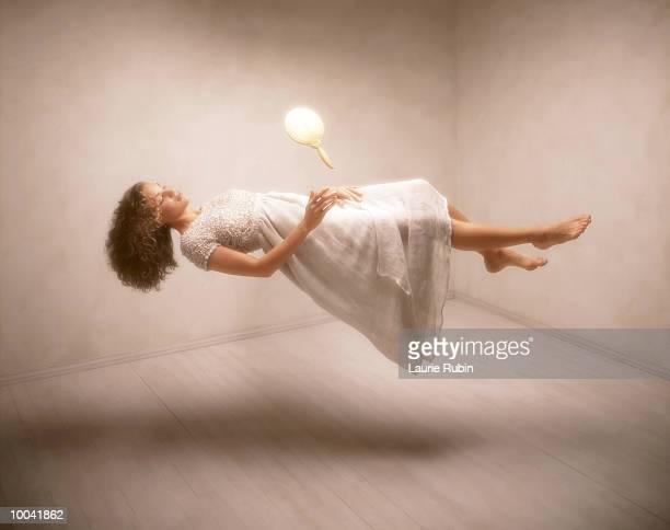 floating woman - 宙に浮かぶ ストックフォトと画像