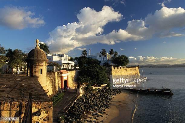 la fortaleza in puerto rico in old san juan - viejo san juan fotografías e imágenes de stock