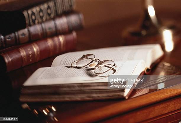 antique books and glasses - 古書 ストックフォトと画像