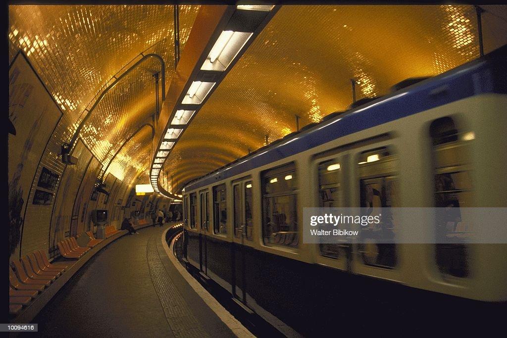 METRO IN PARIS, FRANCE : Stock Photo