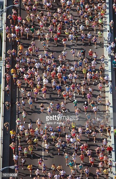 new york marathon - ニューヨークマラソン ストックフォトと画像