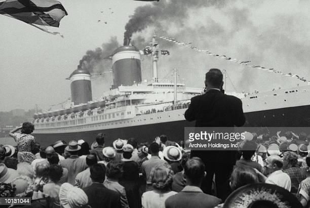 SS UNITED STATES ON MAIDEN VOYAGE, 1952