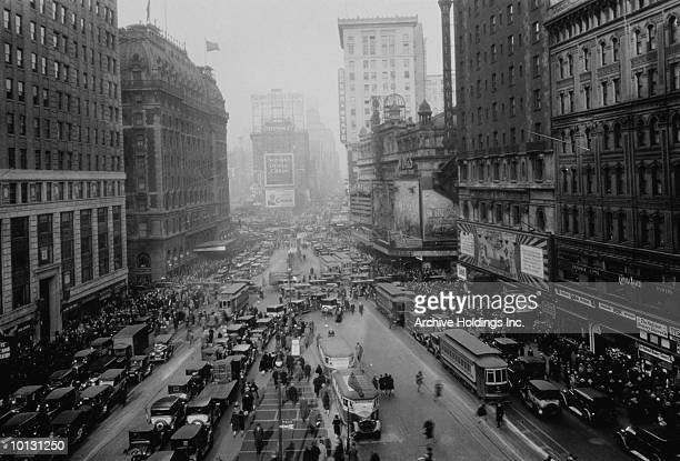 TRAFFIC IN TIMES SQUARE, NEW YORK CITY, 1927