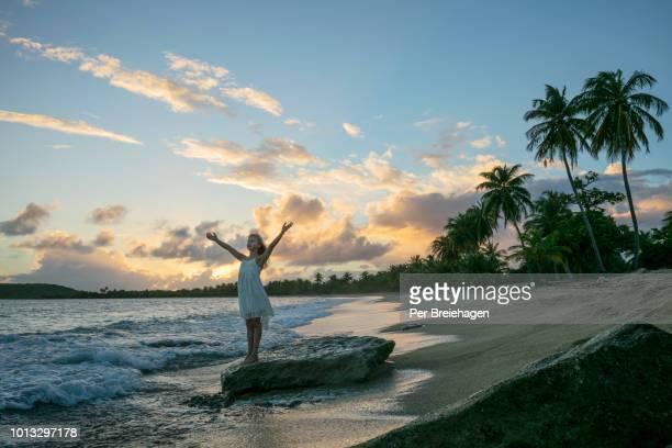 a girl celebrating the sunset vieques puerto rico - paisajes de puerto rico fotografías e imágenes de stock
