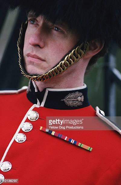 palace guard, london, england - guardsman stock pictures, royalty-free photos & images