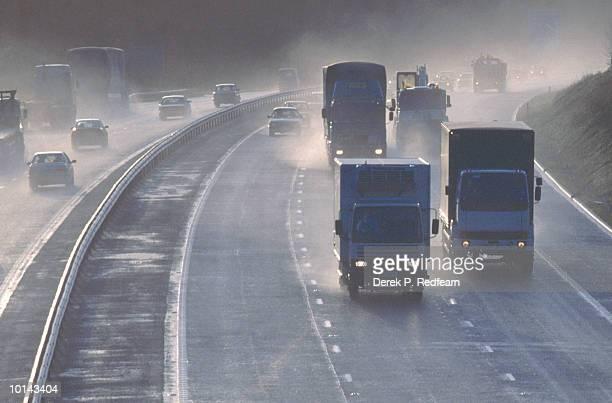 HEAVY TRAFFIC ON M3, BASINGSTOKE, HANTS, ENGLAND