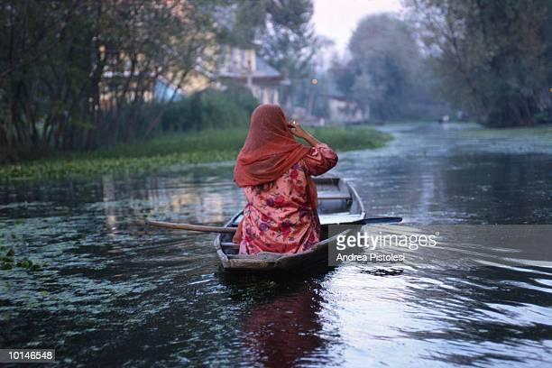old city canals, kashmir, india - reportaje imágenes fotografías e imágenes de stock