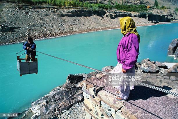 indus river, ladakh, india - etnia indo asiatica foto e immagini stock