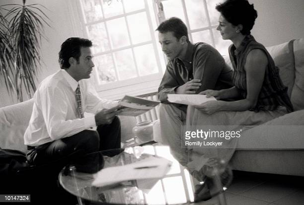 COUPLE WITH SALESMAN, HOME, GUIDANCE, INVESTEMENT, MORTGAGE, FUTURE