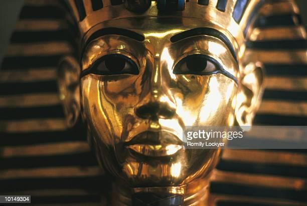 king tutankhamen gold mask, cairo egypt - tutankhamen stock pictures, royalty-free photos & images