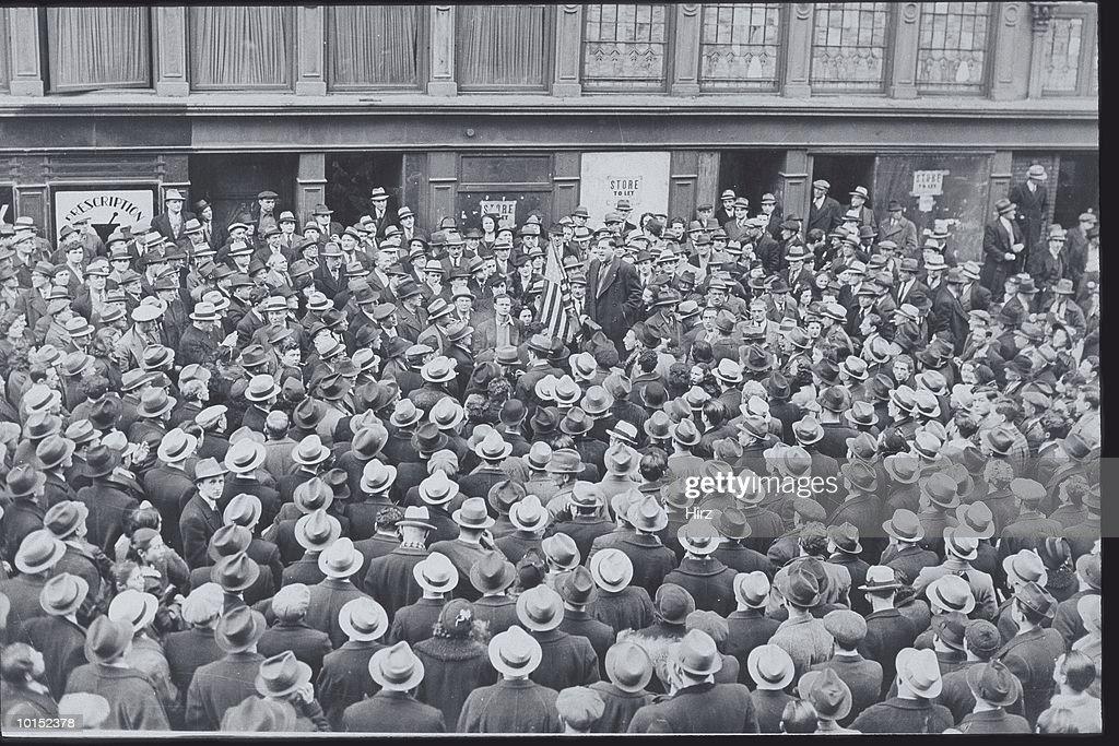 POLITICAL SPEECH HELD ON THE STREETS OF NEW YORK CITY : Stockfoto