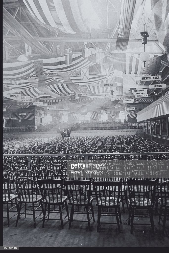CONVENTION HALL WITH EMPTY CHAIRS : Stockfoto