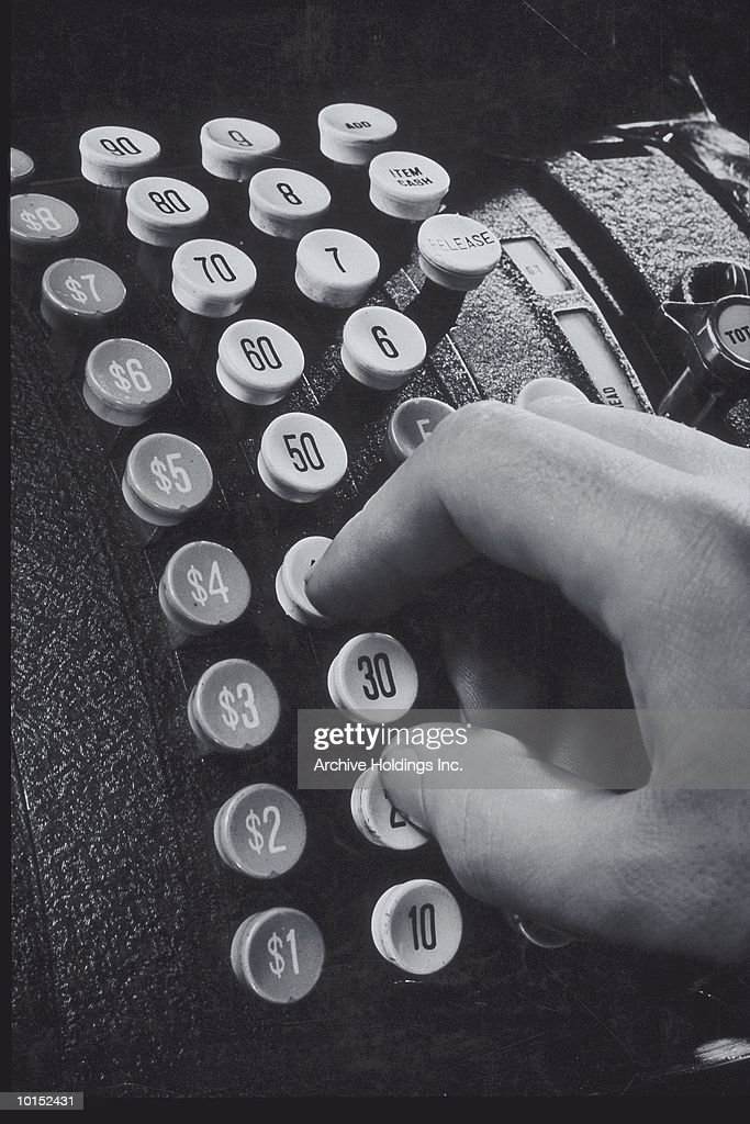 MANS HAND PUNCHING A CASH REGISTER : Stockfoto