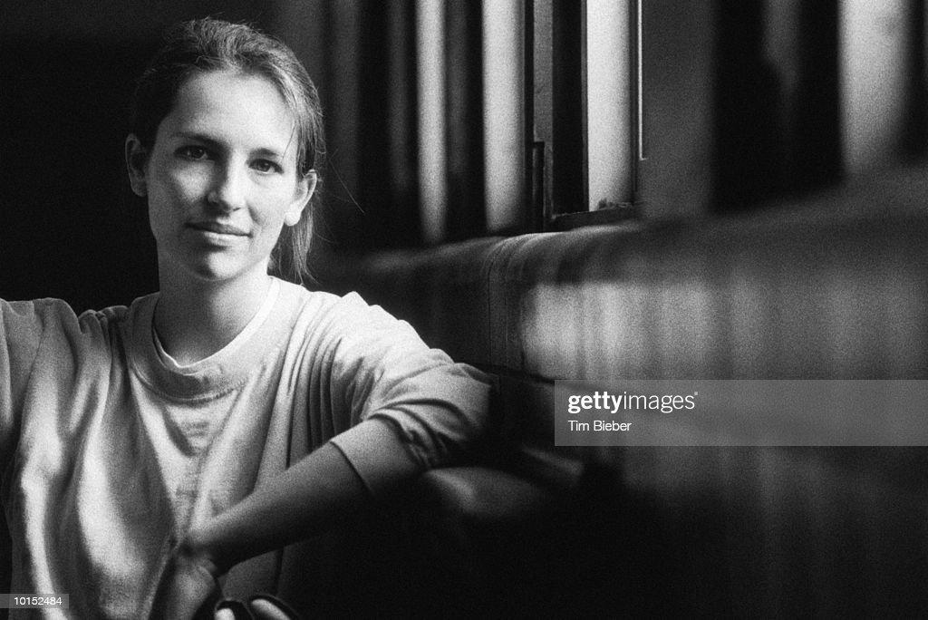 WOMAN IN HER TWENTIES : Stockfoto