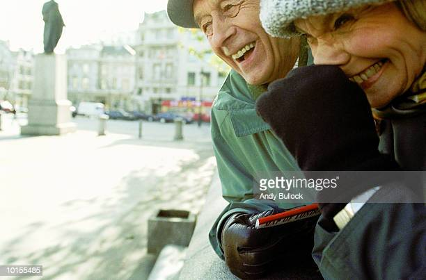 OLDER COUPLE, LONDON, TRAFALGAR SQUARE