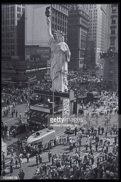 celebrating vj day in times square, new york city, 1945 - vj day stock pictures, royalty-free photos & images