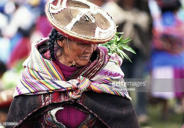 urubamba valley chinchero market peru - cultura peruana fotografías e imágenes de stock