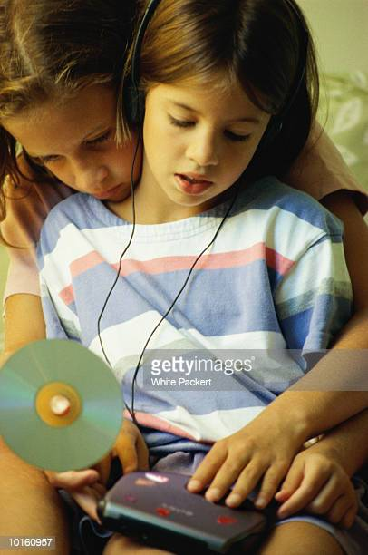 girls listening to music - personal compact disc player stock pictures, royalty-free photos & images