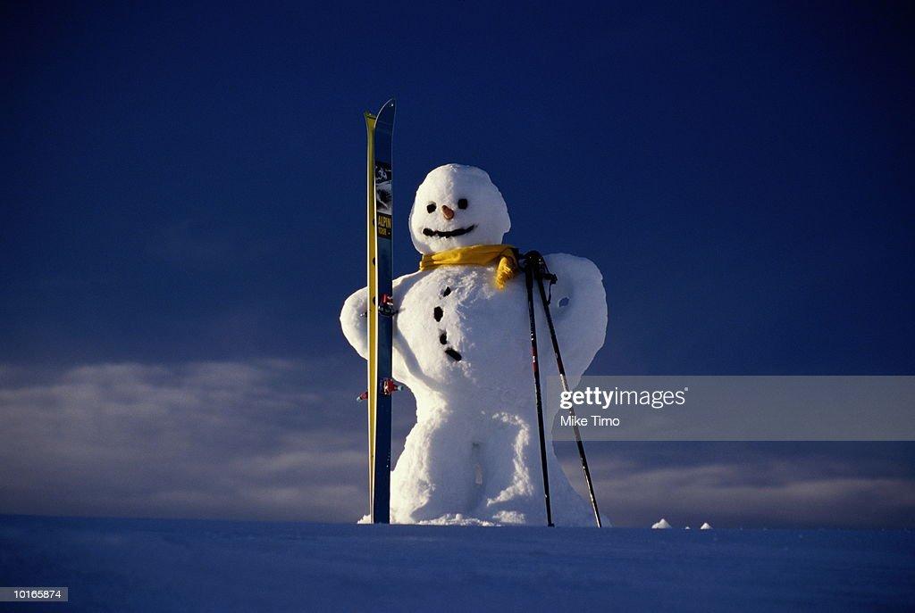 SNOWMAN HOLDING SKIS, COVARA, ITALY : Stock Photo