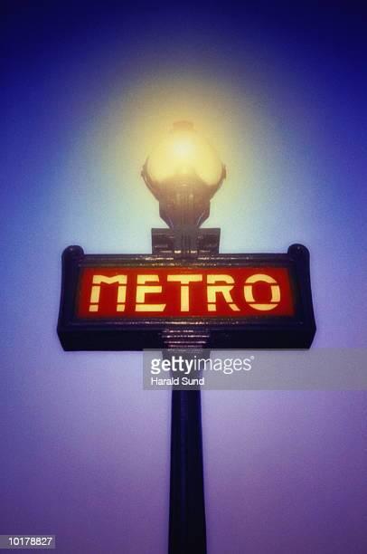 france, paris metro sign - paris metro sign stock pictures, royalty-free photos & images