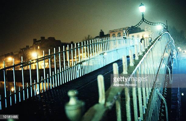 HALFPENNY BRIDGE AT NIGHT, DUBLIN, IRELAND