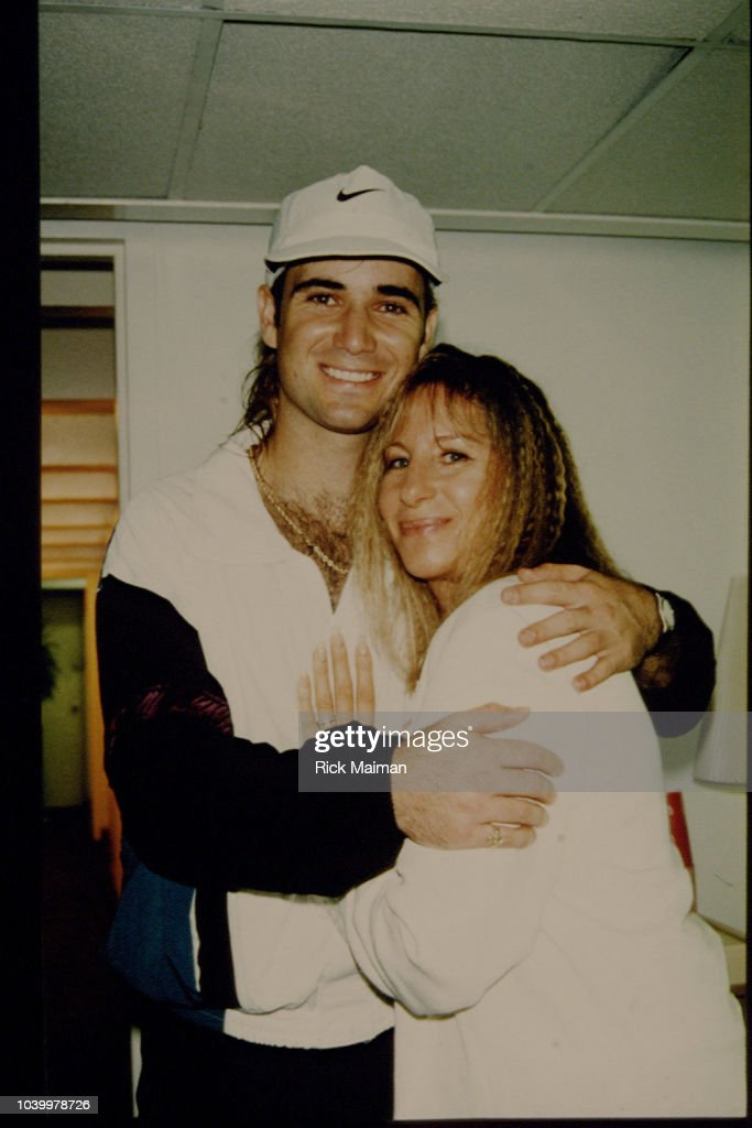 FLUSHING MEADOW: BARBRA STREISAND AND ANDRE AGASSI : News Photo