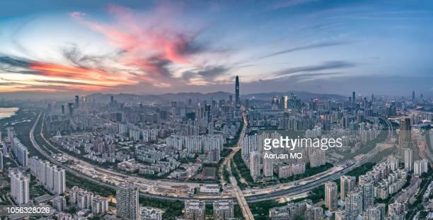 深圳城市天际线 - 深圳市 ストックフォトと画像