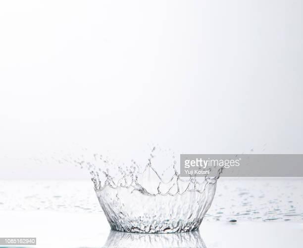 水しぶき - spray stock pictures, royalty-free photos & images