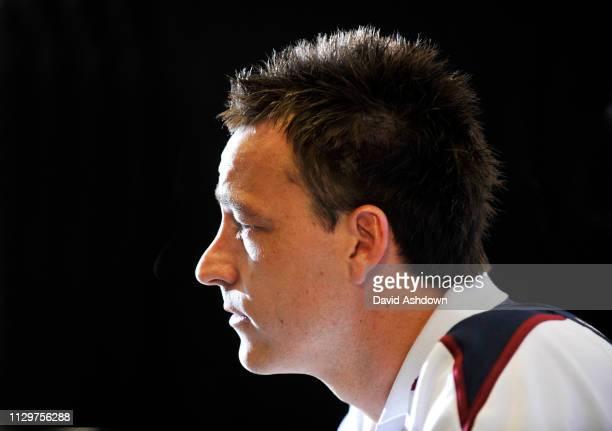 ENGLAND FOOTBALL TEAM TRAINING AT LONDON COLNEY. 27/3/09. JOHN TERRY.