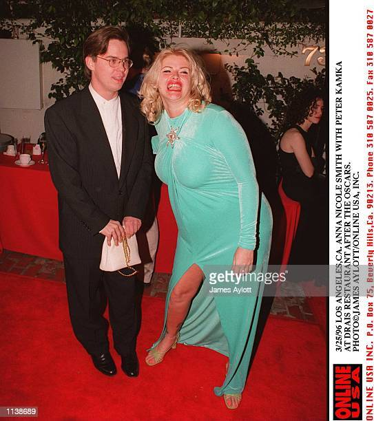 3/25/96 LOS ANGELES CA ANNA NICOLE SMITH WITH PETER KAMKA AT DRAIS RESTAURANT AFTER THE OSCARS