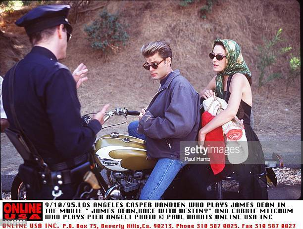 9/10/95LOS ANGELESCASPER VANDIEN WHO PLAYS JAMES DEAN IN THE MOVIE JAMES DEANRACE WITH DESTINY AND CARRIE MITCHUM WHO PLAYS PIER ANGELI NOW BEING...