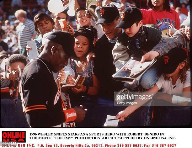 1996 WESLEY SNIPES AND ROBERT DENIRO STAR IN THE MOVIE 'THE FAN'
