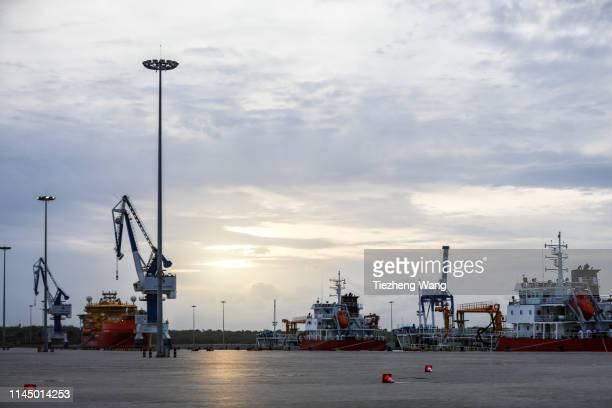 port of hambantota at sunset - 率先 ストックフォトと画像