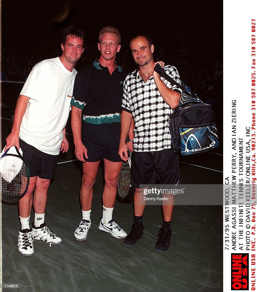 7/31/95 ANDRE AGASSI, MATTHEW PERRY, AND IAN ZIERING AT THE INIFINITI TENNIS TOURNAMENT : News Photo