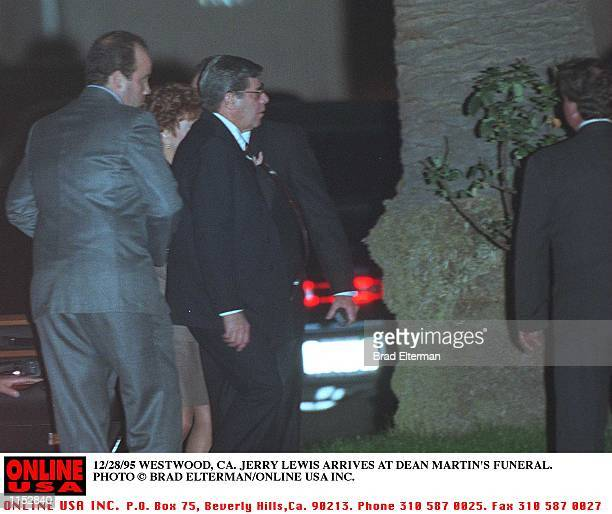 12/28/95 WESTWOOD CA JERRY LEWIS ARRIVES AT DEAN MARTINS FUNERAL