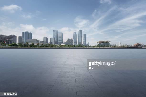 中國廈門會展中心前的空平台 - silhueta urbana - fotografias e filmes do acervo