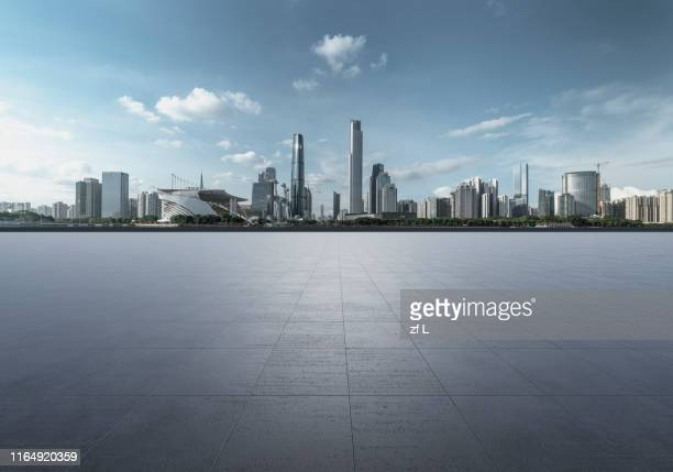 中國廣州中軸線錢的空平台 - stadtsilhouette stock-fotos und bilder