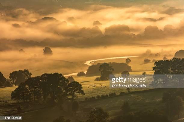 hathersage - sunrise - peak district - weather - climate - derbyshire - uk - paysage enchanteur photos et images de collection