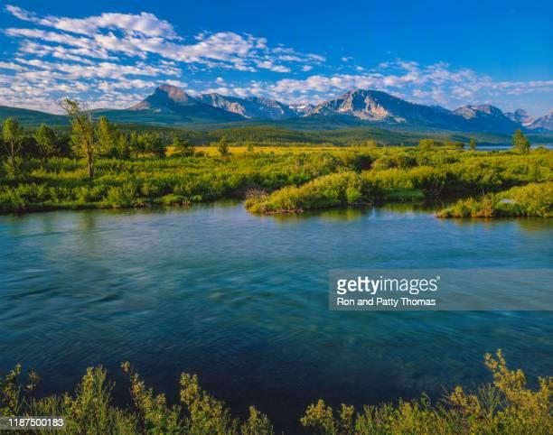 st. marys lake glacier np usa - paisajes de st thomas fotografías e imágenes de stock
