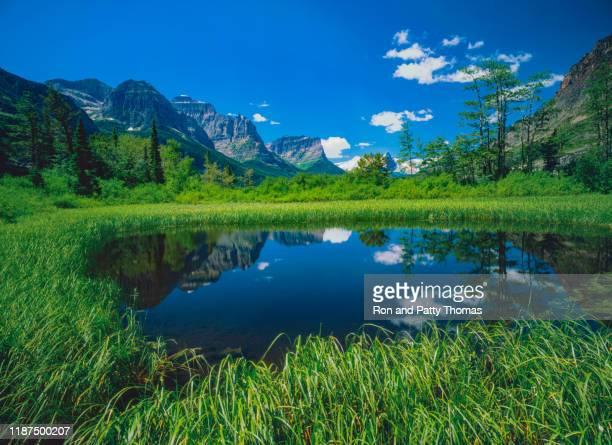 st. mary lake glacier np usa - paisajes de st thomas fotografías e imágenes de stock
