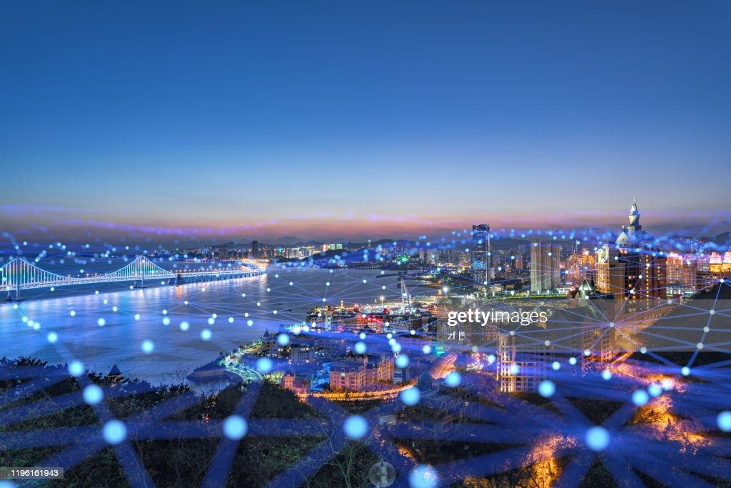 藍色網格線的城市天際線 : Stock Photo