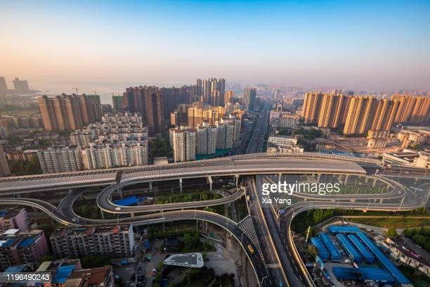 立交橋 - ciudad de wuhan fotografías e imágenes de stock